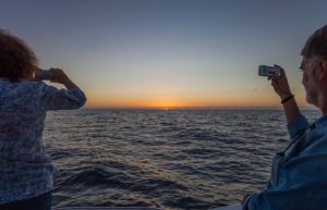 puesta sol barco isla bonita tours
